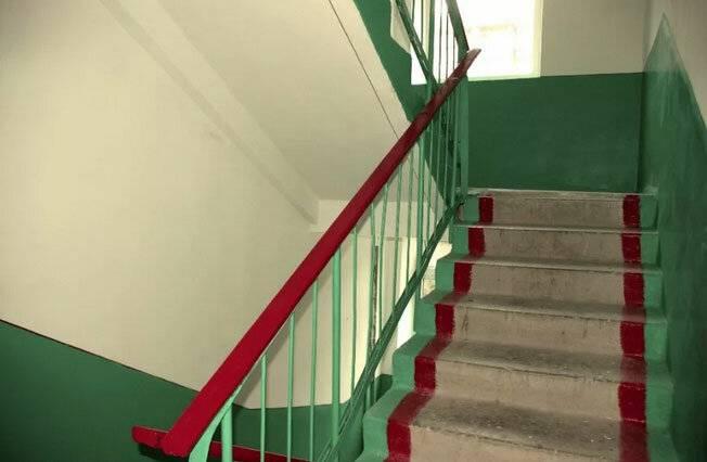Зачем в домах красили ступени в подъездах и делали ниши под окном: 6 особенностей строительства в ссср