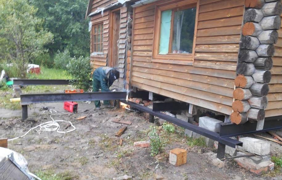 Как поднять старый деревянный дом на фундамент своими руками инструкция?