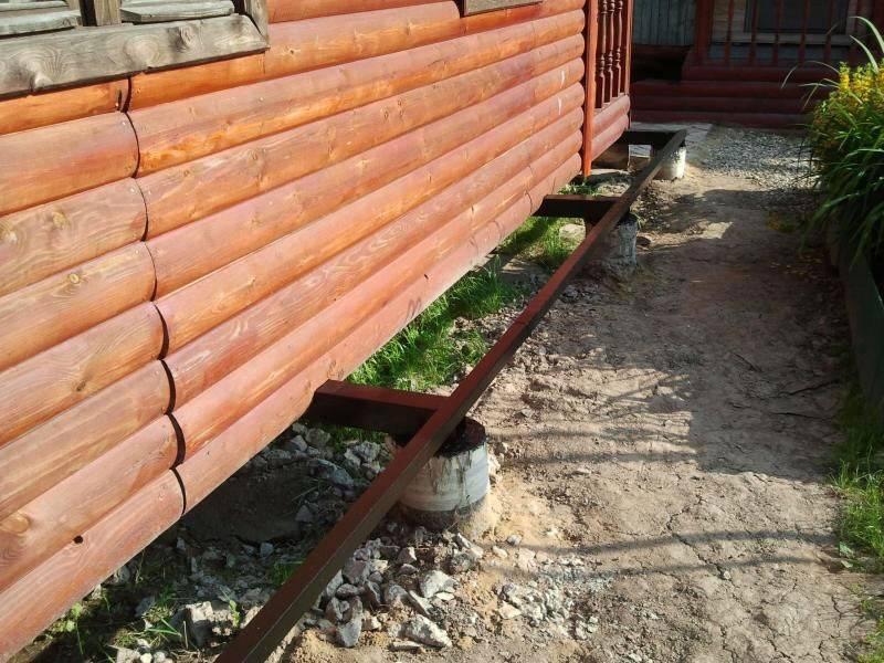 О том как поднять деревянный дом для ремонта фундамента