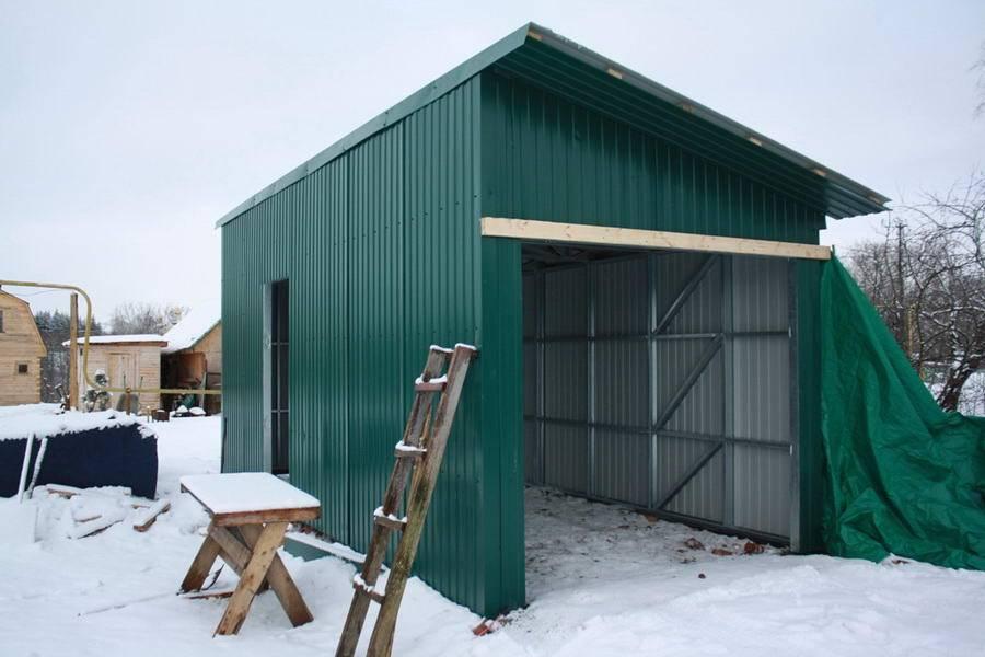 Как самому построить сарай из профнастила?