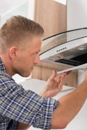 Как делать ремонт кухонной вытяжки: замена запчастей