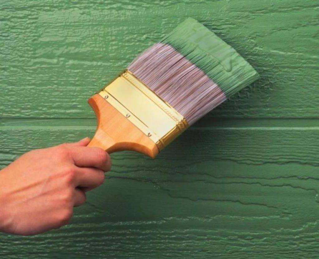 Как покрасить деревянную дверь своими руками?