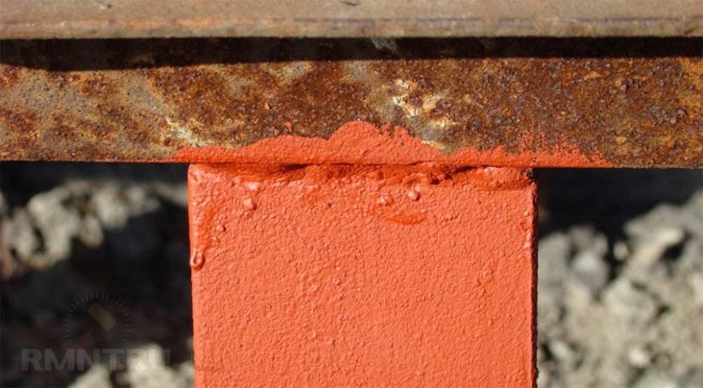 Чем покрасить металлические столбы для забора – покраска опор из дерева