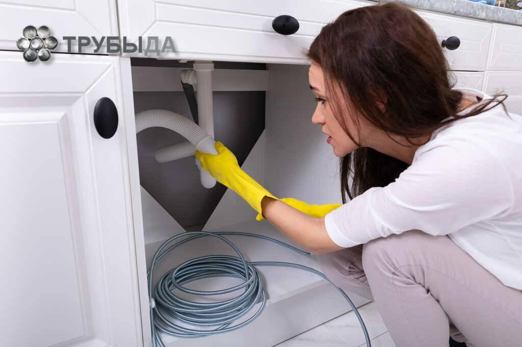 Как прочистить канализационную трубу в домашних условиях от засора