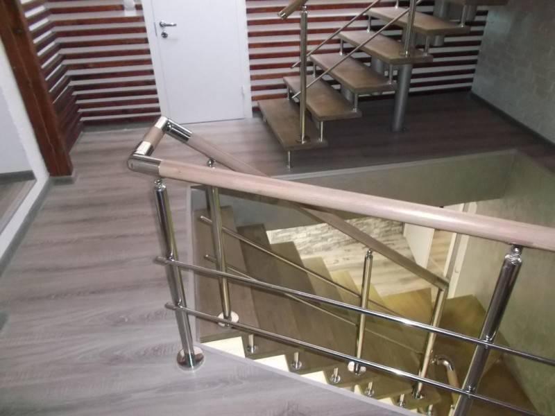 Стеклянные ограждения для лестницы - преимущества и недостатки, виды дизайна и способы установки