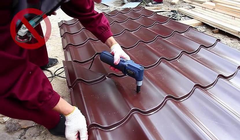 Крыша из металлопрофиля – виды, характеристики и монтаж