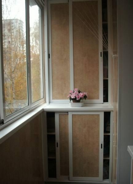 Шкафы на балкон: разновидности, выбор, установка, примеры