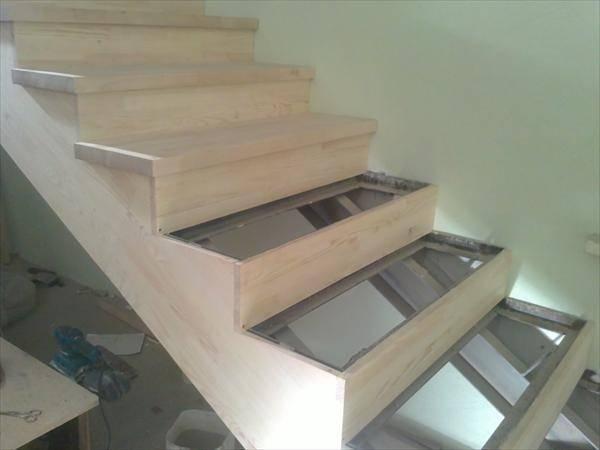 Обшивка металлической лестницы деревом