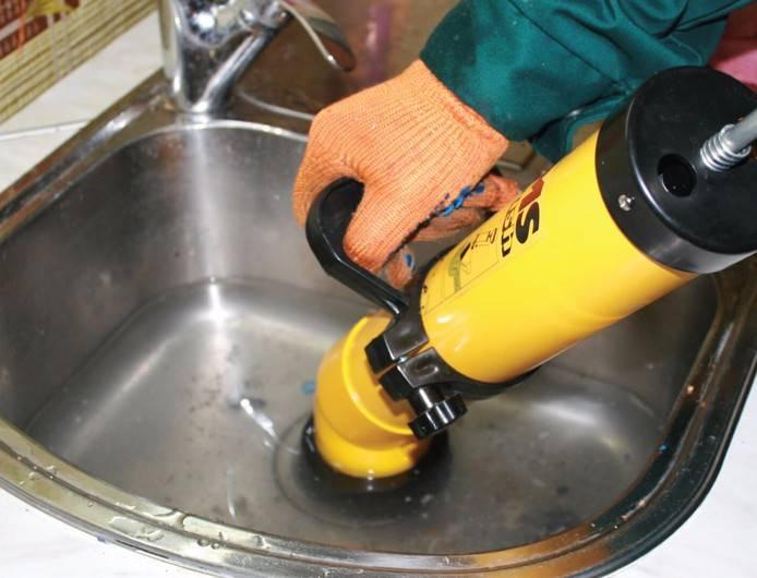 Чем прочистить канализационные трубы в частном доме: прочистка и промывка труб, как пробить, очистка труб канализации