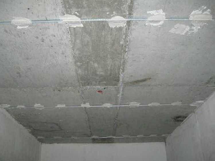 Тонкости штукатурки потолка: советы эксперта
