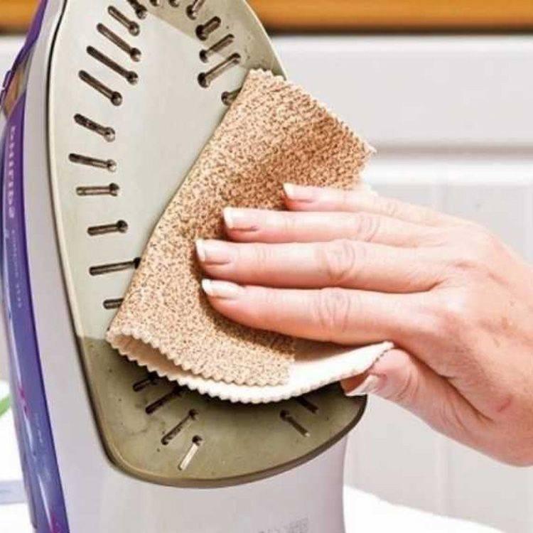 Как почистить утюг от различных загрязнений самостоятельно