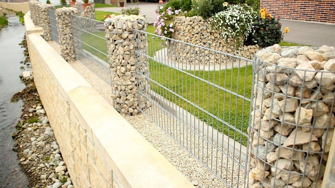 Как сделать забор из булыжника