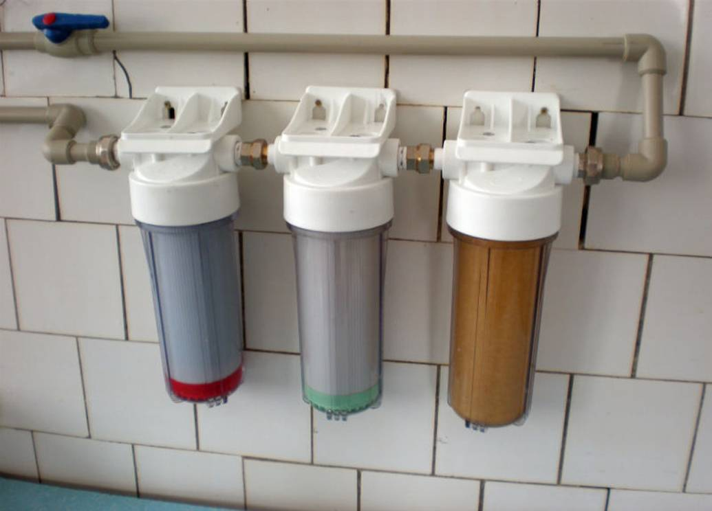 Магистральный фильтр для воды: вариант для очистки холодной и горячей воды в квартиру, продукция со сменным картриджем в частный дом