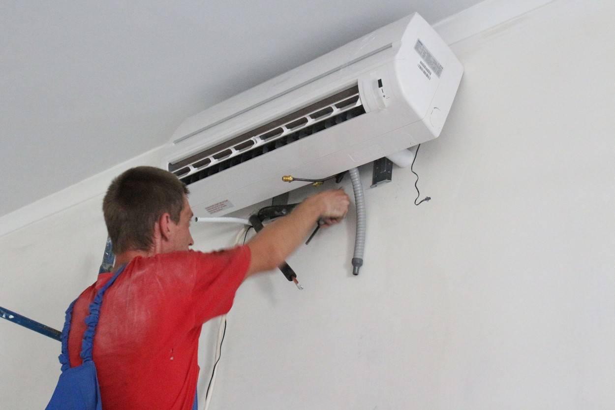 Демонтаж сплит-системы: как снять внутренний и внешний блок кондиционера с сохранением фреона? как правильно снять кондиционер со стены для поклейки обоев и на время ремонта?