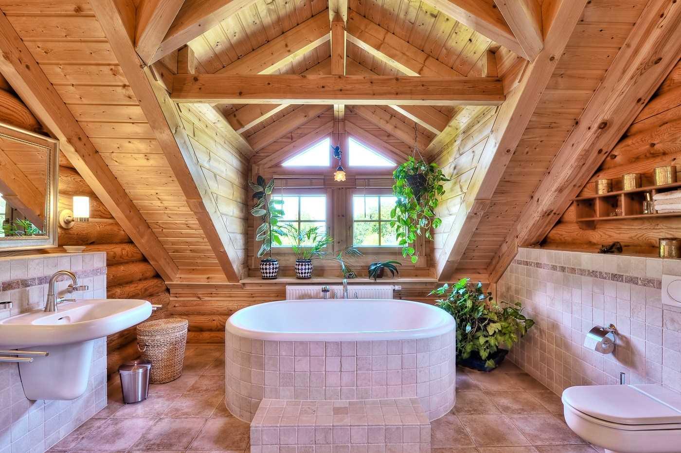 Устройство ванной комнаты в доме из дерева
