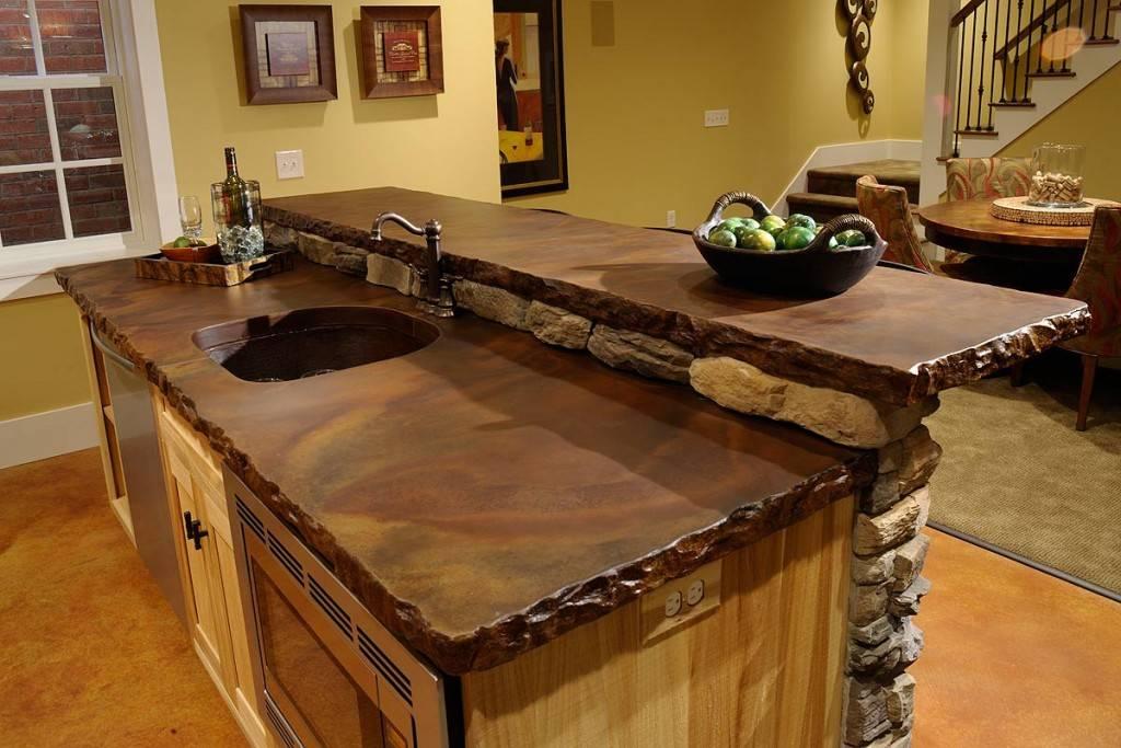 Варианты дизайна белых кухонь с деревянной столешницей