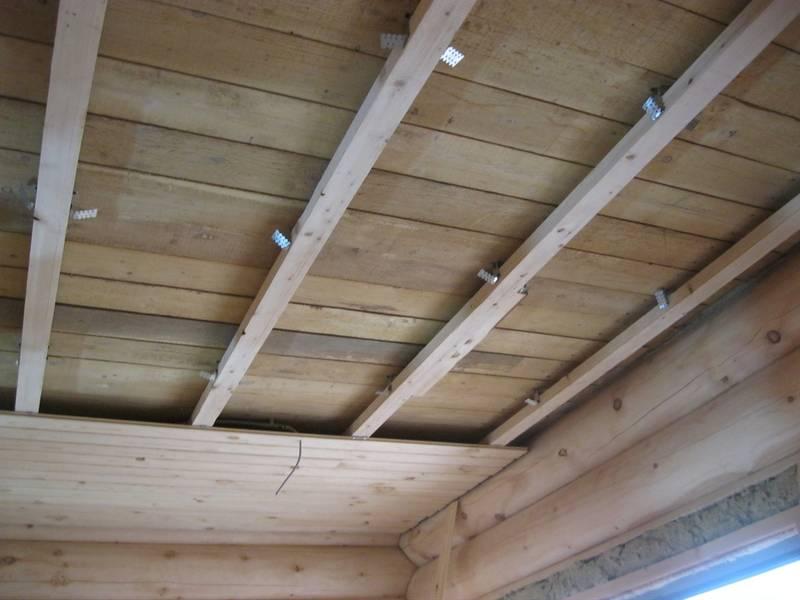 Как обшить потолок вагонкой?