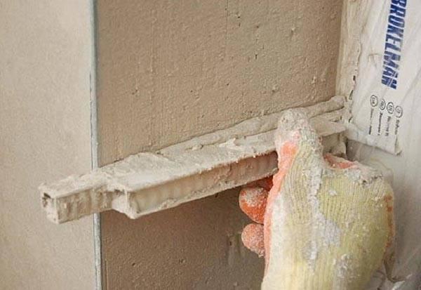 Как и чем отделать откосы входной двери внутри и снаружи квартиры?