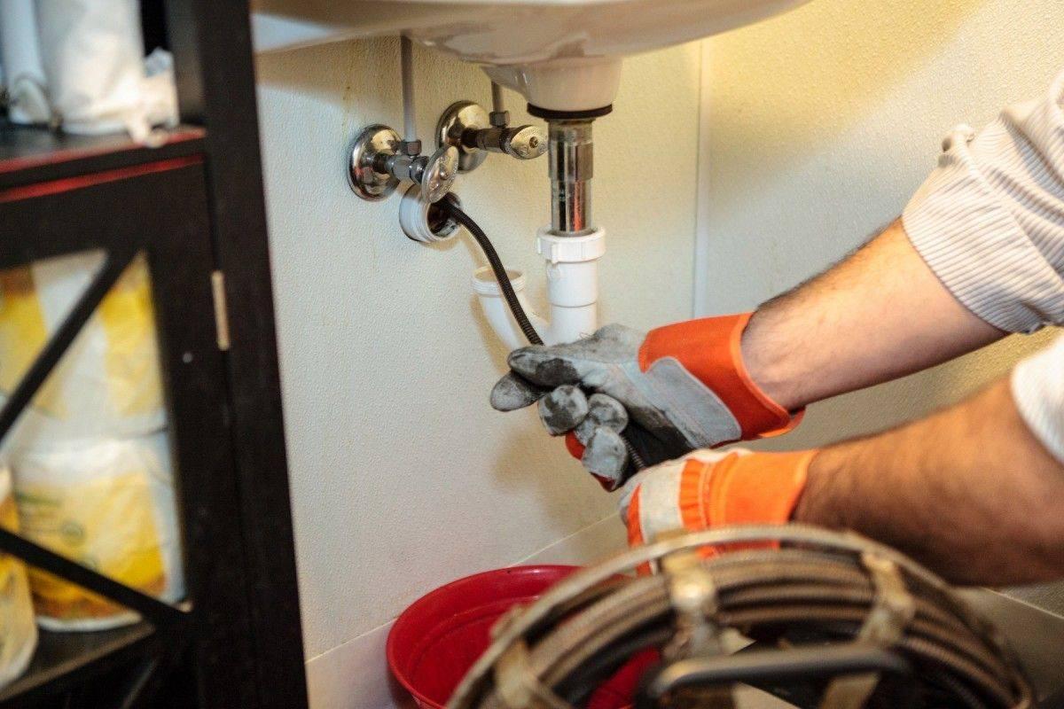 Как замазать канализационную трубу и как отремонтировать