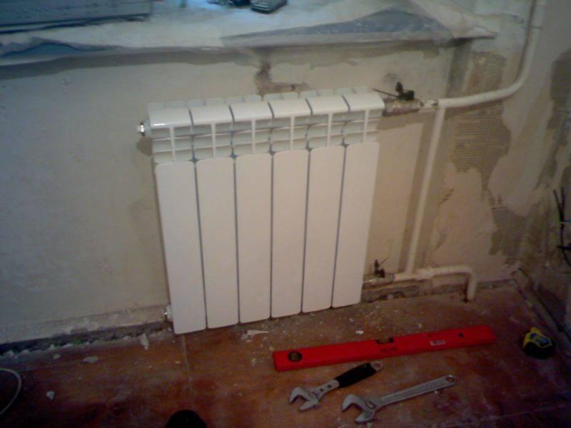 Теплоотдача радиаторов отопления: таблица и сравнение чугунных, биметаллических, алюминиевых батарей