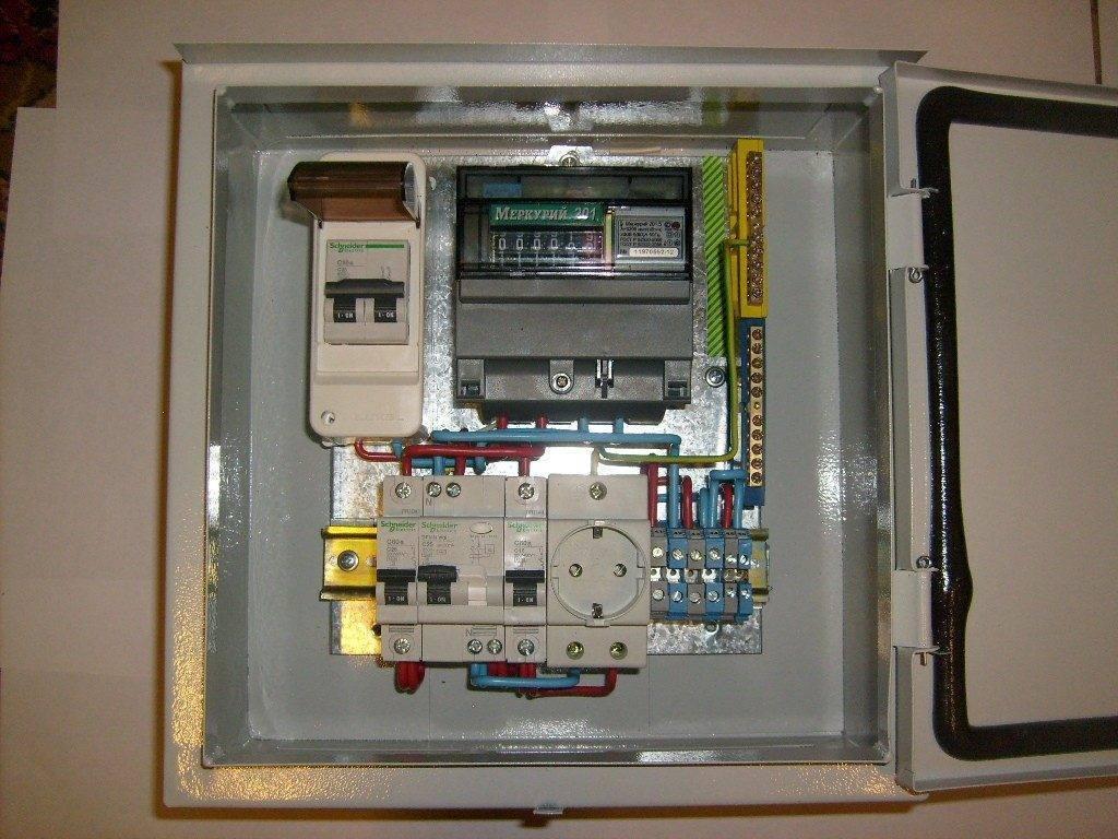 Установка электрического щитка под счётчик и автоматы