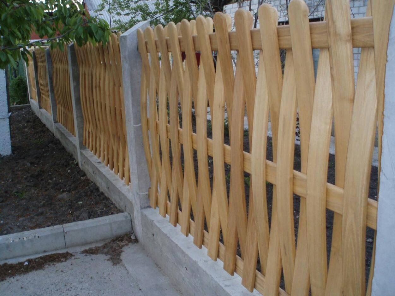Деревянный плетеный забор для дачи | плетень своими руками