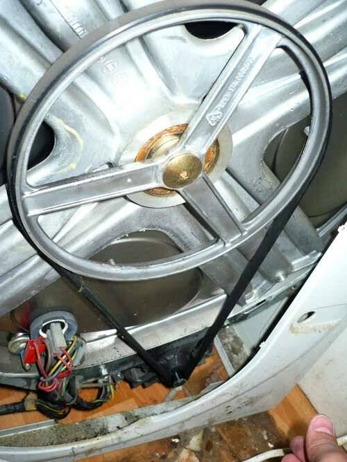 Неисправности стиральных машин hotpoint-ariston: причины и устранение поломок. почему машина не включается, не сливает воду и не отжимает белье?