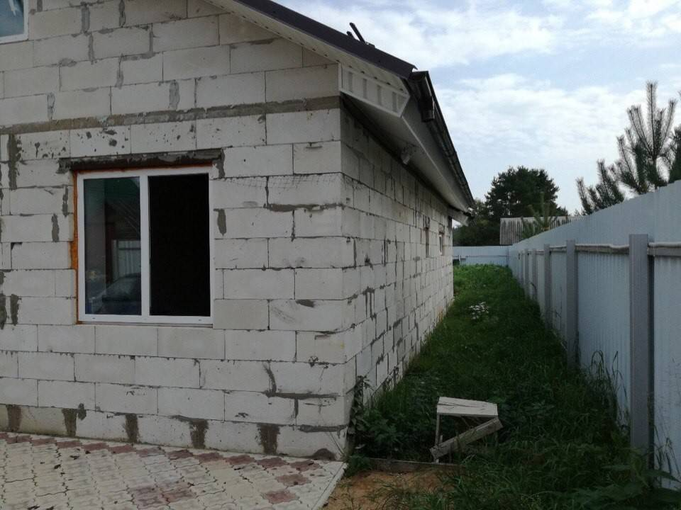 Важная характеристика стенового материала: боятся ли влаги газобетонные блоки?