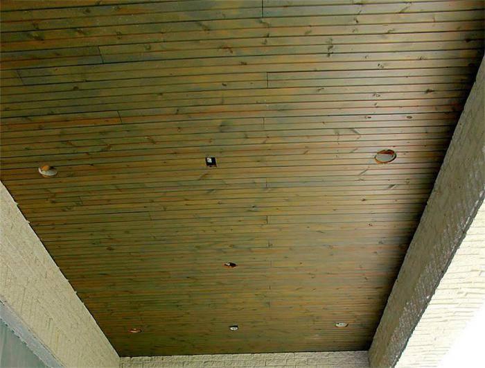 Делаем потолок из вагонки: виды, свойства и этапы монтажа