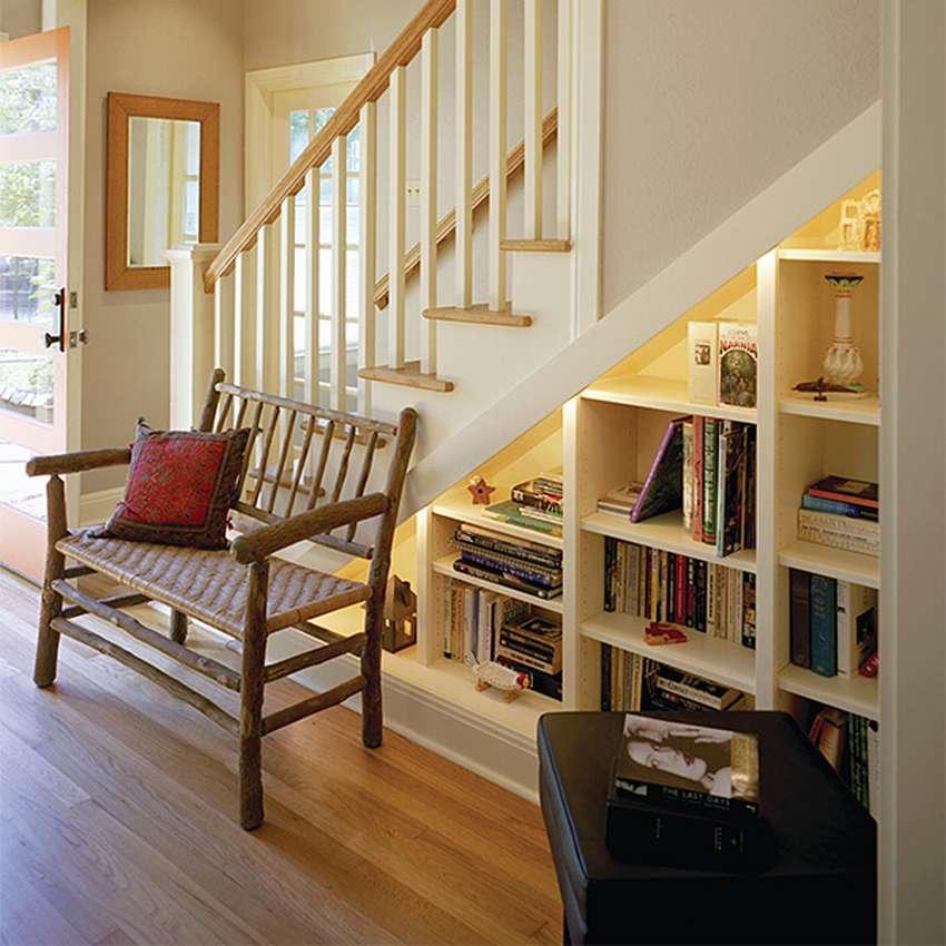 Пространство под лестницей: лучшие идеи оформления для загородного дома + фото