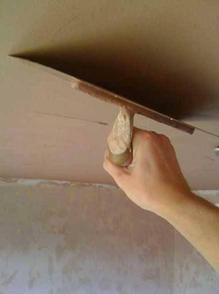 Как штукатурить потолок своими руками