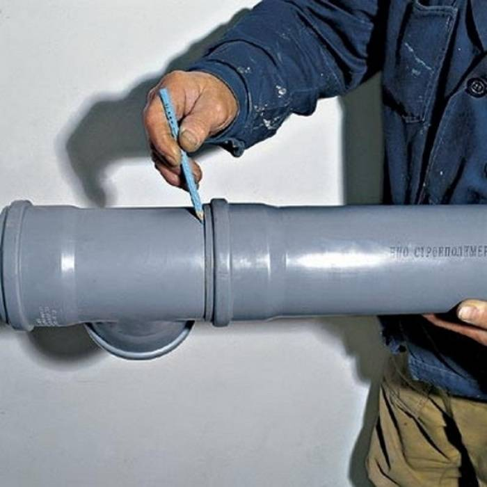 Чем заделать течь в трубе канализации: чем замазать чугунную, пластиковую канализационную трубу, если течет, протекает на стыке