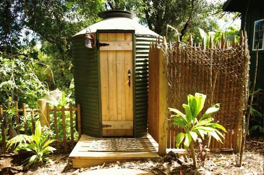 Торфяные туалеты для дачи: как они работают и какой лучше выбрать