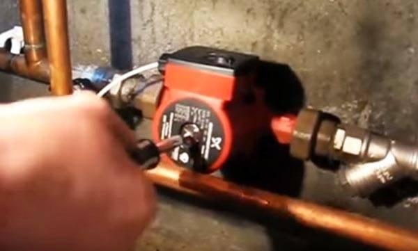 Как убрать воздушную пробку из системы отопления: обзор устройств и специфика их применения