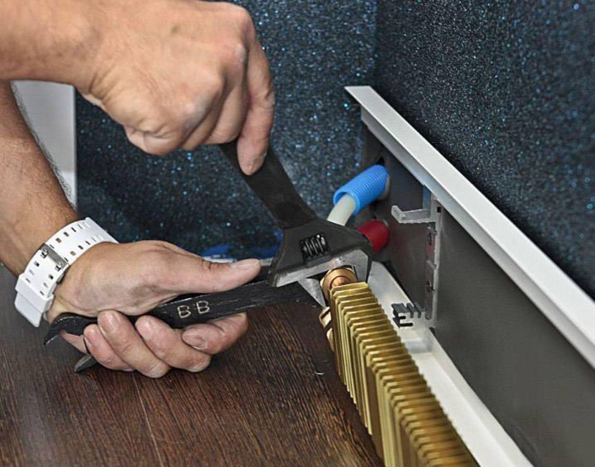 Плинтусная система отопления: принцип работы тип обогрева плюсы - минусы + установка своими руками
