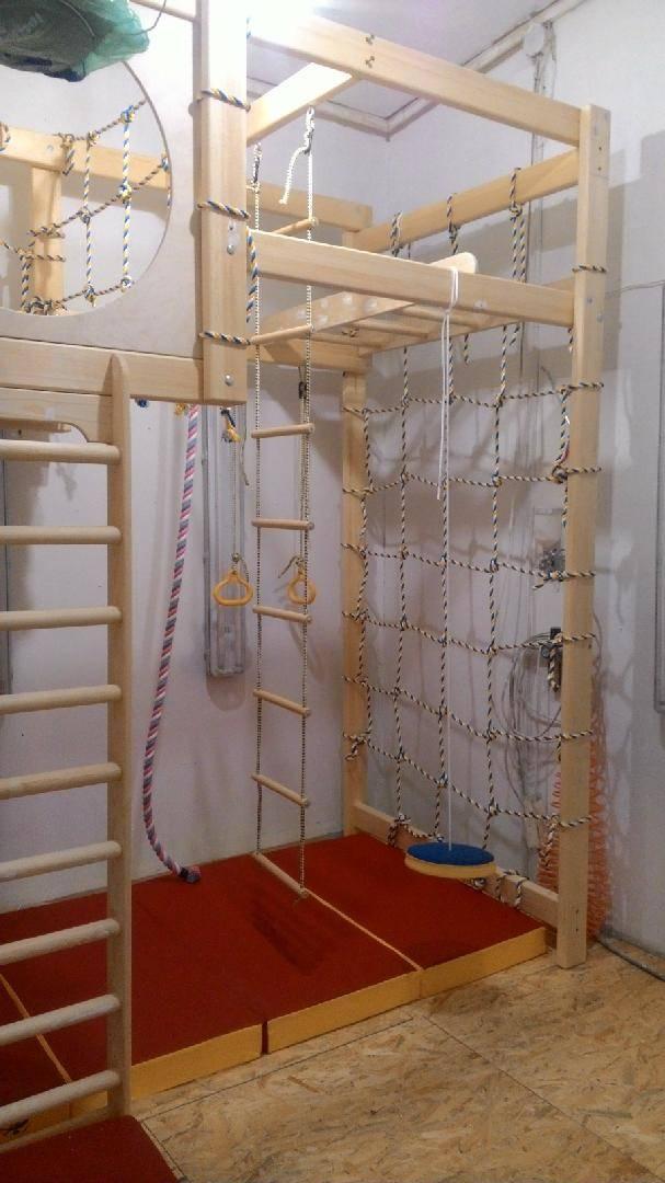 Спортивный уголок (28 фото): как выбрать лучший спортивный уголок в квартиру? деревянный уголок для занятий спортом дома, размеры домашних спортивных уголков для взрослых