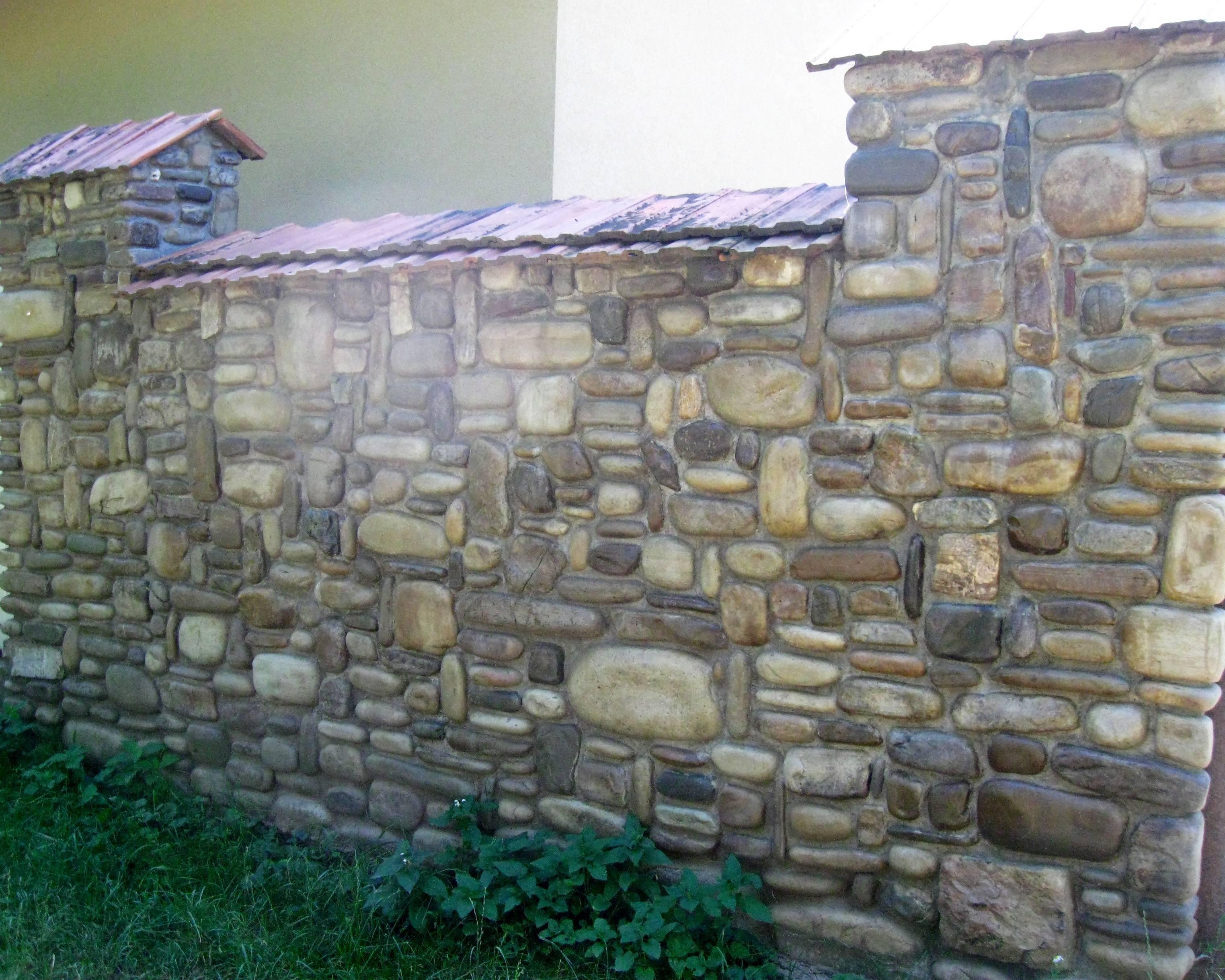 Как сделать забор из камня своими руками: пошаговая инструкция и фото