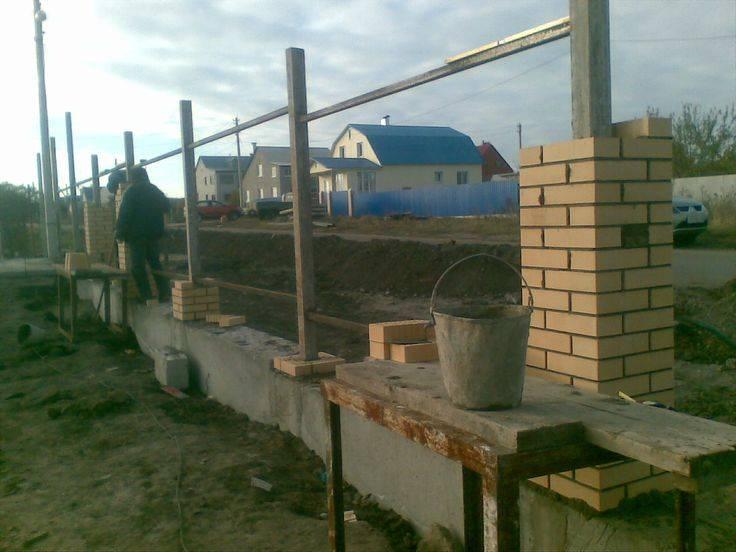 Секреты надёжной установки заборных столбов
