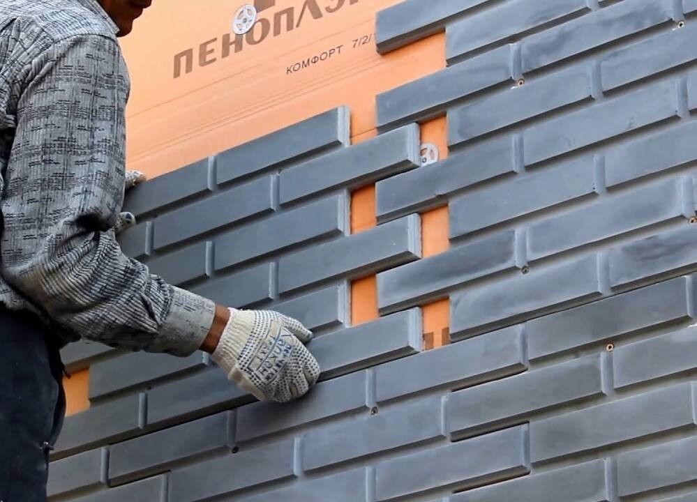 Кладка фасада кирпича, характеристики изделий и необходимые инструменты