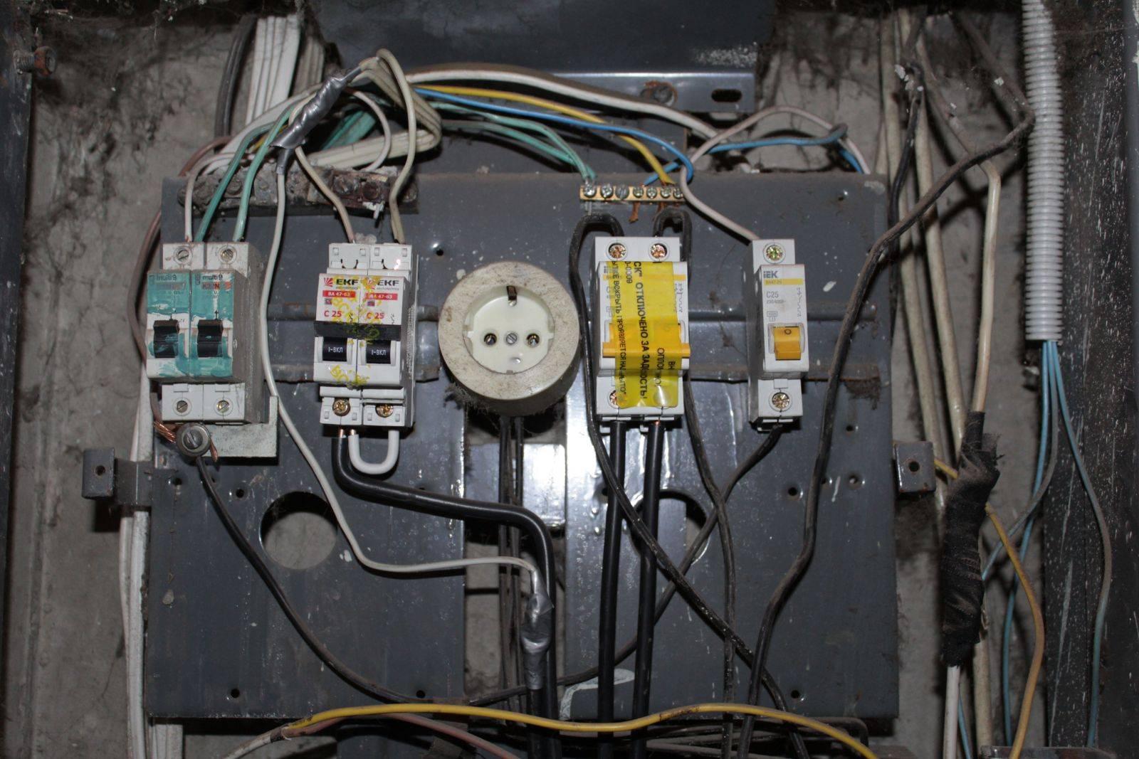 Какой провод отрезать в щитке, чтобы у соседей пропал свет? (видео)