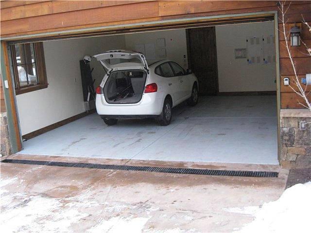 Пол в гараже: что лучше, из чего, какой он должен быть, какое напольное покрытие выбрать - деревянное или бетонное, как сделать и чем можно застелить