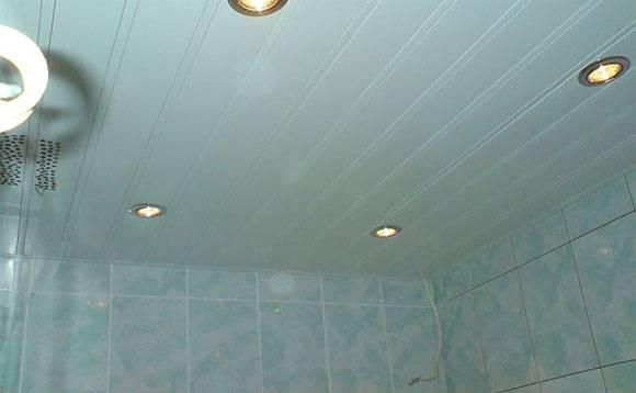 Основные варианты экологичных потолков в ванной