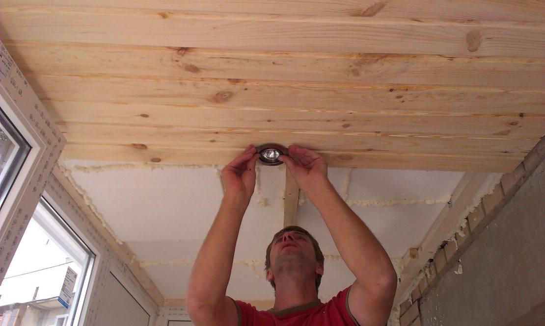 Как обшить вагонкой потолок: описание процесса