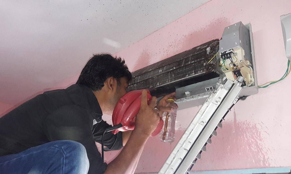 Как снять кондиционер со стены