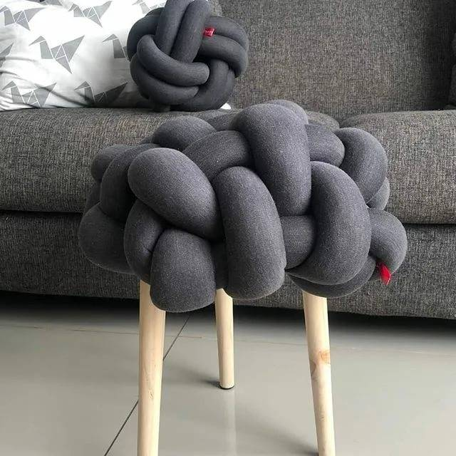 Оригинальные подушки своими руками - выбор материалов, советы по декору, новые идеи