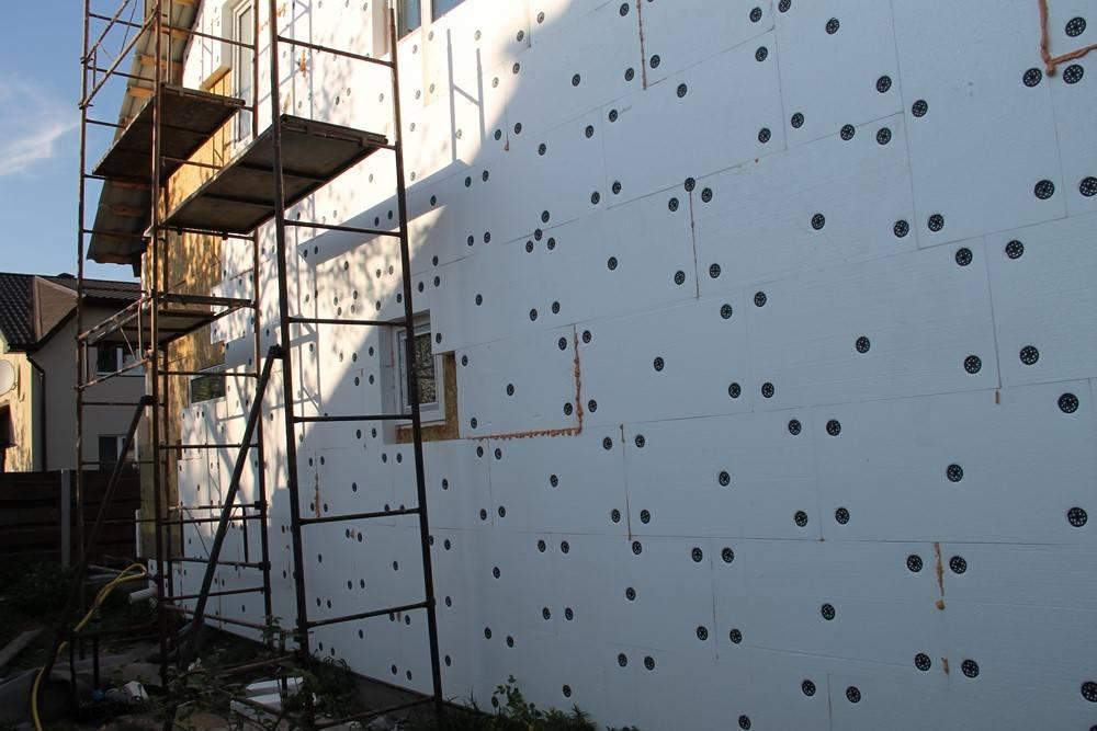 Фасадный пенопласт: стандарты, инструкция по монтажу