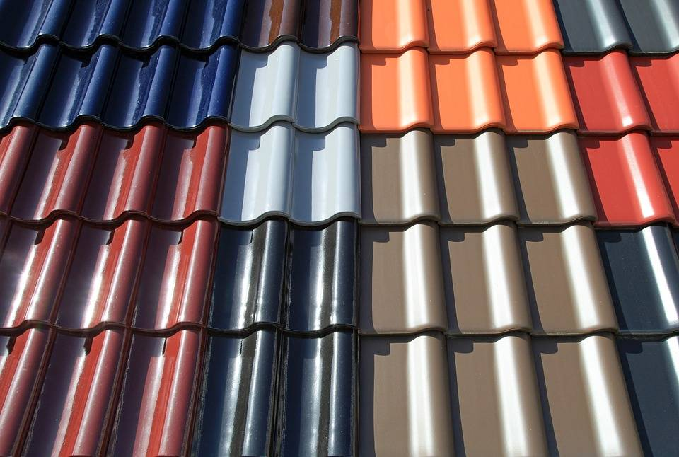 Металлопрофиль для крыши — монтаж и укладка металлопрофиля на крышу (видео и фото)