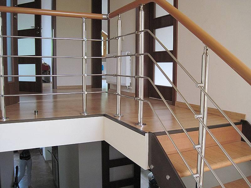 Перила для лестниц: виды, металлические, кованные, деревянные
