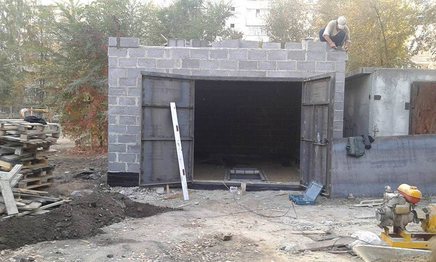 Как построить гараж из блоков своими руками в короткие сроки и качественно