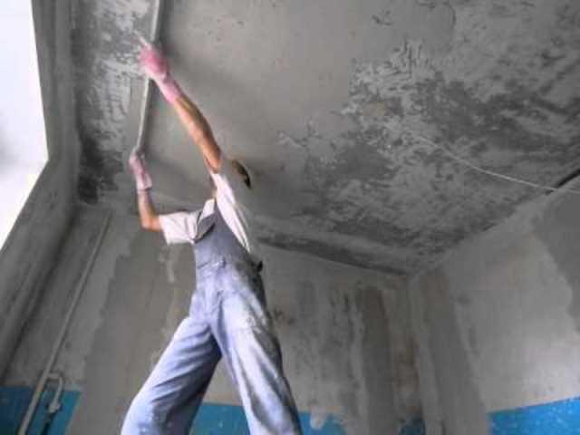 Штукатурка потолка своими руками под покраску: выравнивание на видео и как отштукатурить
